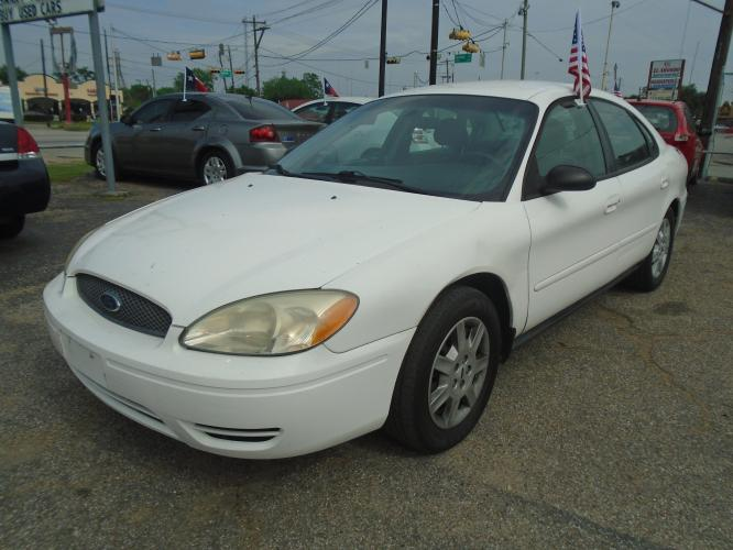2007 white Ford Taurus SE (1FAFP53U17A) with an 3.0L V6 OHV 12V engine, located at 5005 Telephone Rd., Houston, TX, 77087, (713) 641-0980, 29.690666, -95.298683 - Photo #0